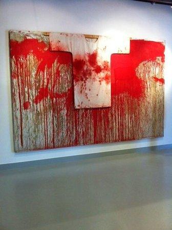 Museum of the Seam : Een schilderij van bloed en olie.
