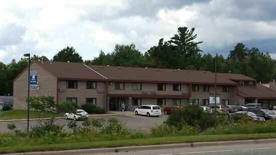 Walker, MN: This is actual hotel.  As the pic they show on TA and web site is some new looking place.