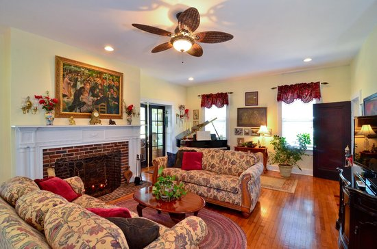 Chesapeake Bay View Bed & Breakfast: Living Room