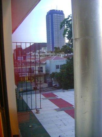 Centroamericano Hotel: Alrededores del hotel no muy bonitos