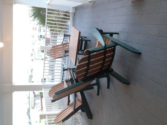Islander Inn & Suites: Seating area