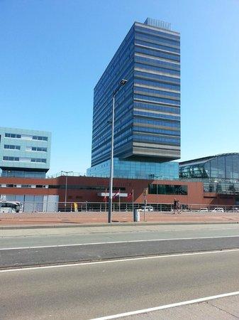 room picture of movenpick hotel amsterdam city centre. Black Bedroom Furniture Sets. Home Design Ideas