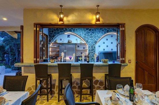 Kalapiti Luxury Jungle Suites: BAR /KITCHEN
