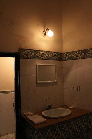 Bhanwar Niwas: vlekken op de muur badkamer