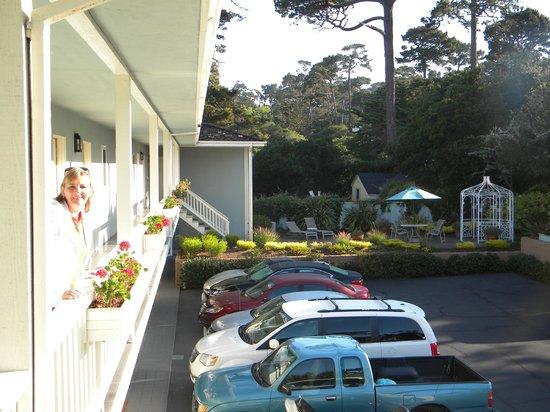 Best Western Plus Carmel Bay View Inn: Vista dos fundos do hotel