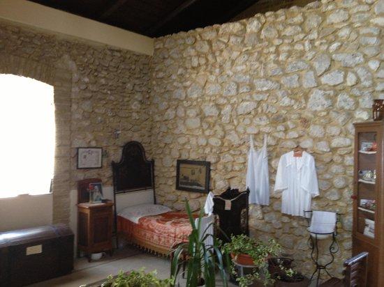 Nonna Sisina : La camera da letto della Nonna. Dalle finestra una vista unica e imperdibile su mura e mare