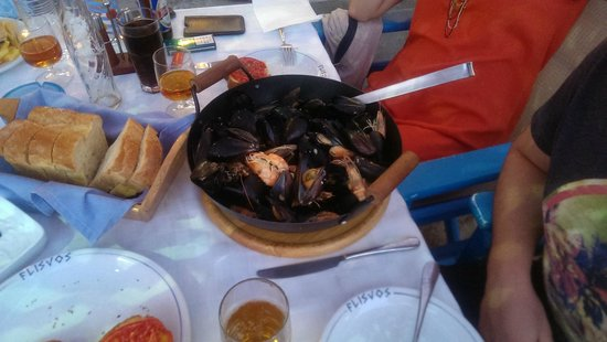 Restaurant / Taverna Flisvos : Best lemon mussels ever