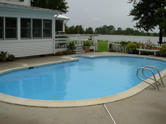 The Inn at Tabbs Creek Waterfront B&B: Pool