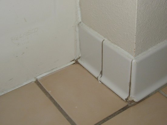 Country Inn & Suites by Radisson, Ankeny, IA: Tile, grout area in