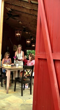 The Red Barn Cafe: Outdoor/indoor