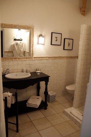 Bastide aux Camelias: Lilas bathroom