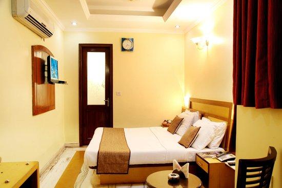 Hotel TJS Royale: Standard Room