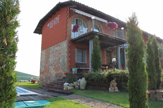 Red Wine Camere : A lovely b&b in La Morra
