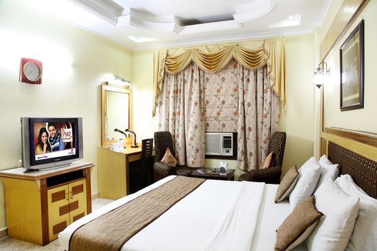 Hotel TJS Royale: Deluxe Room