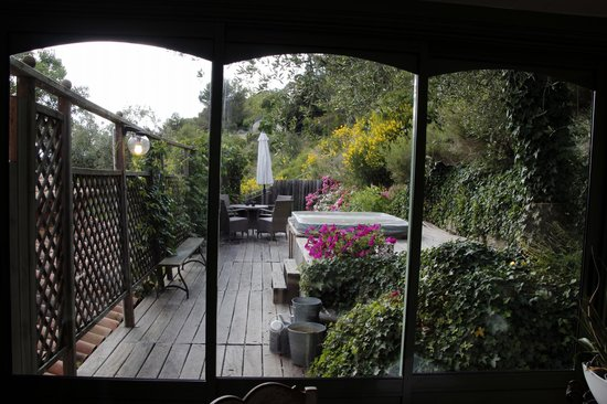 Bastide aux Camelias : From dining area out to Jacuzzi and path to pool/outside breakfast area