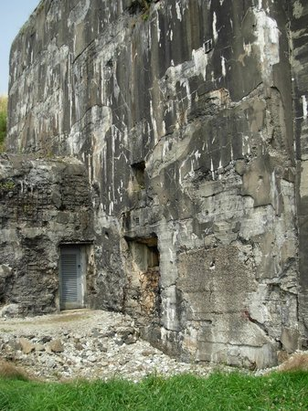Fort Battice: The thick out walls, damaged in the attack and later German experiments