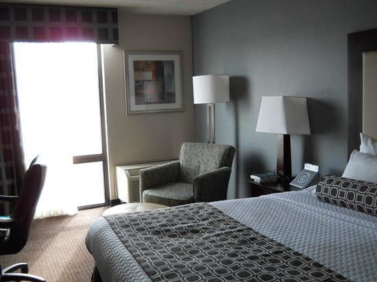 Crowne Plaza Philadelphia West : Clean, comfortable basic room