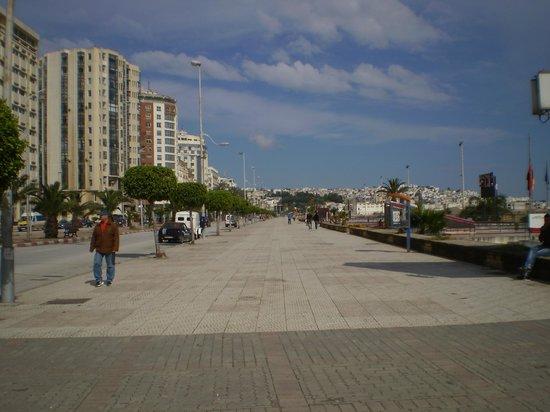 Atlas les Almohades Tanger: vista de la costanera frente al hotel 1