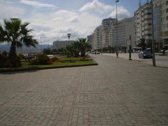 Atlas les Almohades Tanger: vista de la costanera frente al hotel 2