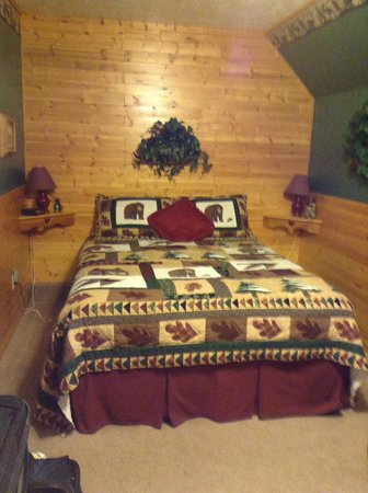 Rocky Ridge Country Lodge: Small picture of the large bedroom