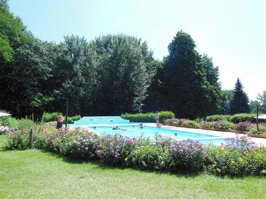 Les Castels Chateau de Chanteloup : The gorgeous pool area