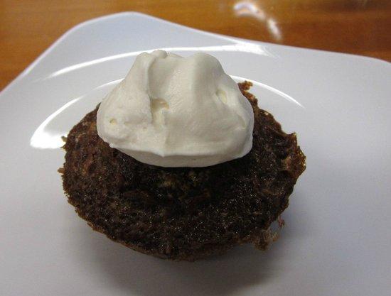 Charleston Cooks! Maverick Kitchen Store: Coca cola (cup)cake w/vanilla whipped cream