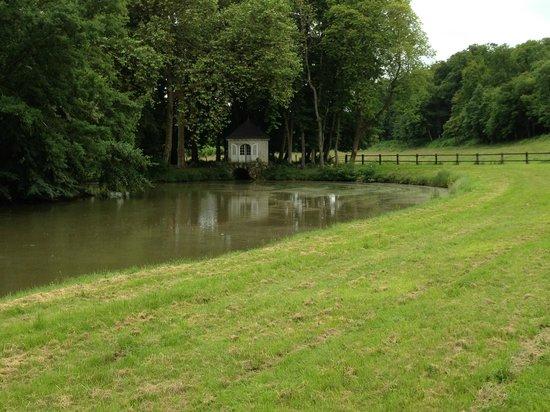 Château d'Hodebert : The pond