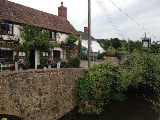 The White Horse Inn: pub
