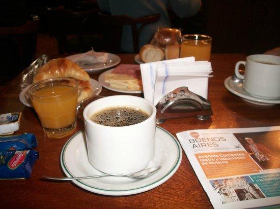 Esmeralda Palace Hotel: desayuno