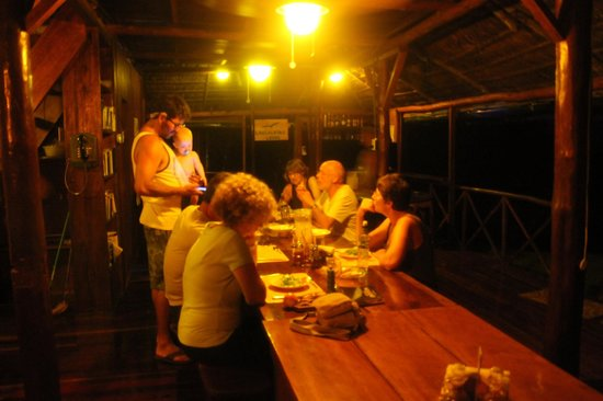 Hotel Las Caletas Lodge: dining room: dinner with people from around the world. Perfect!