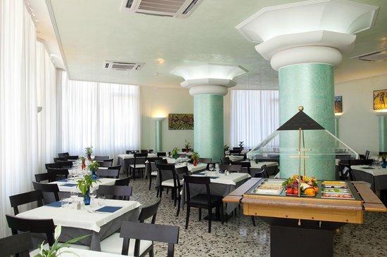 Hotel Tropical: Restaurant