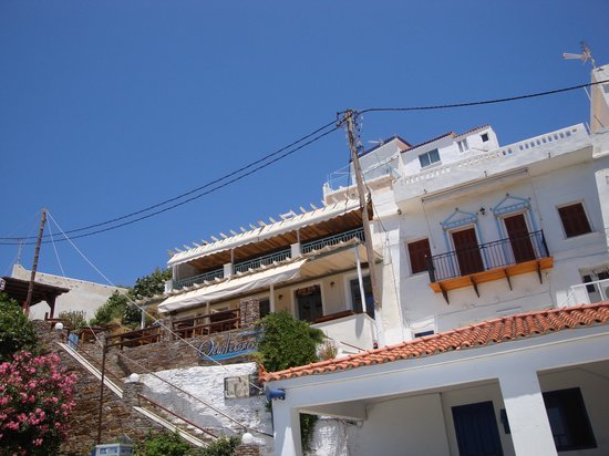 Batsi, Grecia: up the steps to the creperie