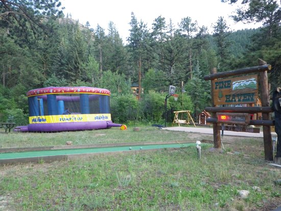 Pine Haven Resort: Bouncy House