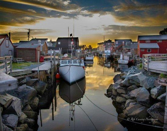Halifax Titanic Historical Tours: Fishermans Cove at Sunset
