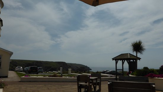 Mullion Cove Hotel: Lunchtime on the terrace