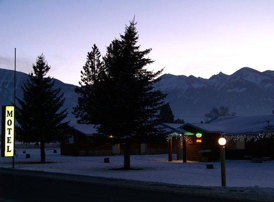 Mountain View Motel & RV Park: Mt View Winter Twilight