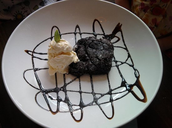 The Station Inn: Chocolate Brownie with Ice Cream