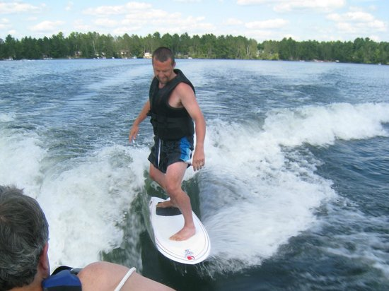 Shady Rest Lodge: Wake Surfing on Manson Lake