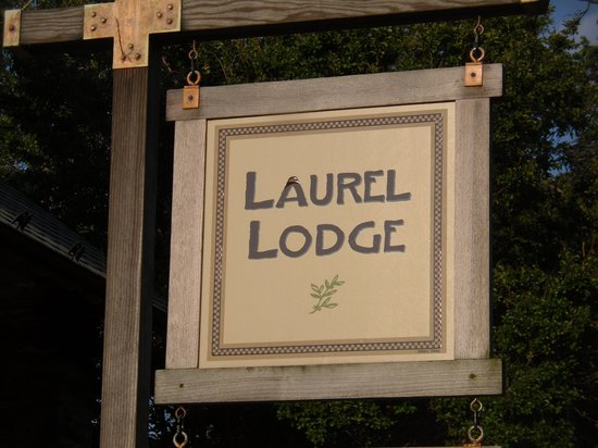 Laurel Lodge: Front sign