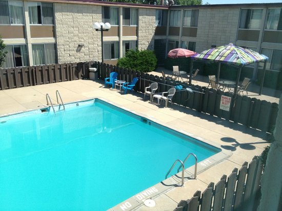 Dakotah Lodge: A view of the pool area from the second floor.
