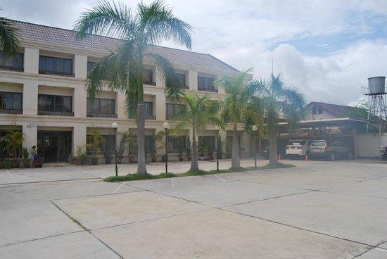 ذا بالم جاردن هوتل: View of the hotel