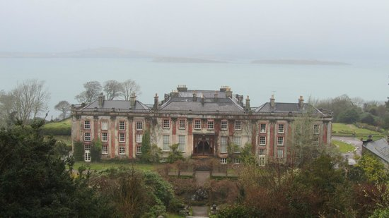 Bantry House B&B: Grounds, gardens, view from top of the stairs