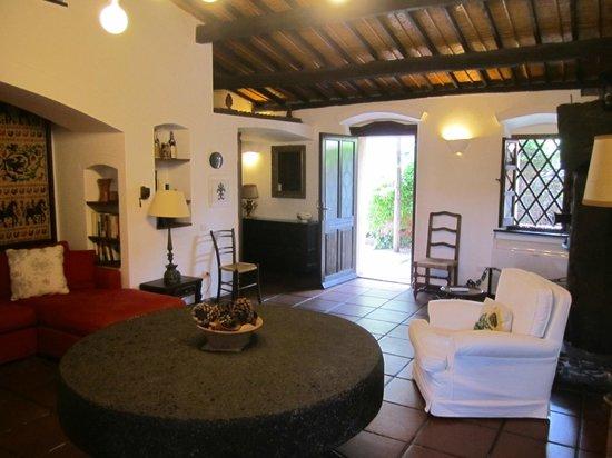 Hotel Lucrezia: Suite sitting room
