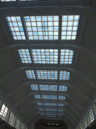 Mercado de La Ribera: Plafond de vitraux