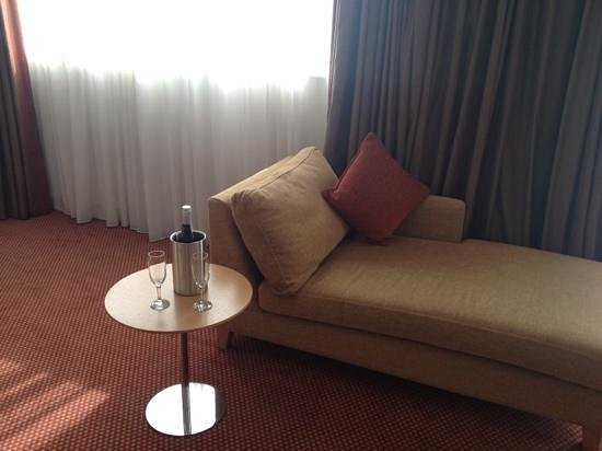 CityNorth Hotel: bottle of bubbly on arrival
