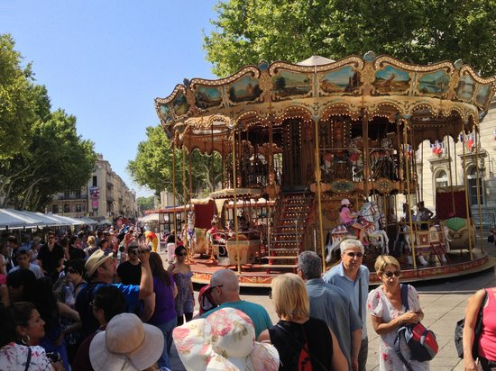 Ferris Wheel in Avignon : Two stories