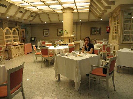 El Madrono: зал для завтрака