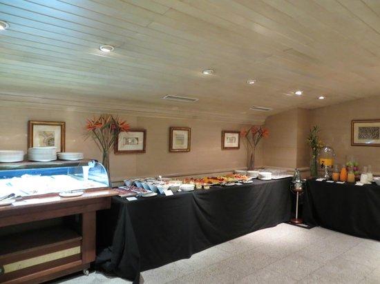 El Madrono: шведский стол, завтрак