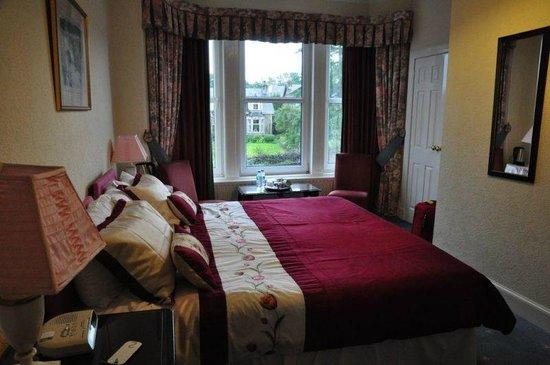 Rowanlea Guest House: Comfortable beds in cozy room
