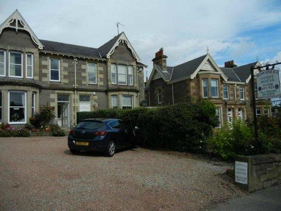 Rowanlea Guest House: Large parking